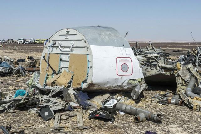 L'extrême dispersion des débris et des corps dans... (PHOTO KHALED DESOUKI, ARCHIVES AFP)