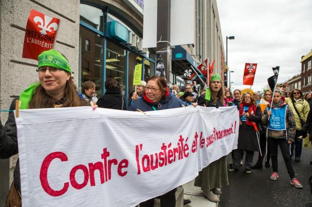 Quelque 130 manifestants du secteur communautaire ont formé... (Olivier Croteau)