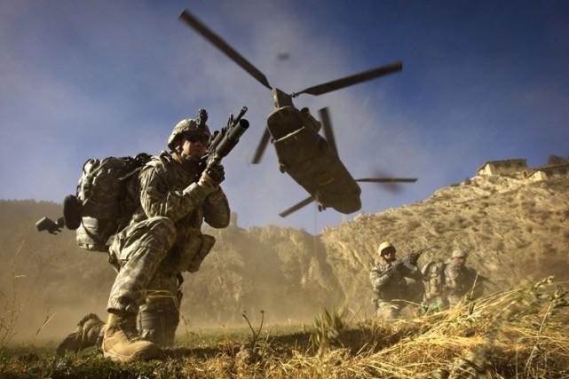 Les États-Unis ont injecté une centaine de milliards... (ARCHIVES AFP)