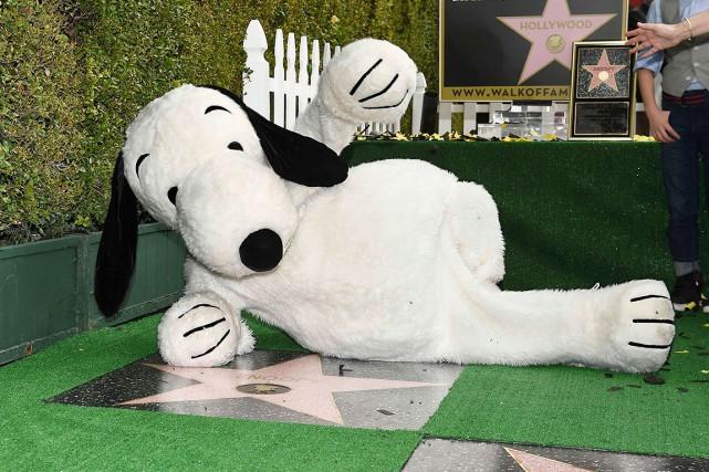 Un Snoopy grandeur nature est venu accepter son... (AFP, Robyn Beck)