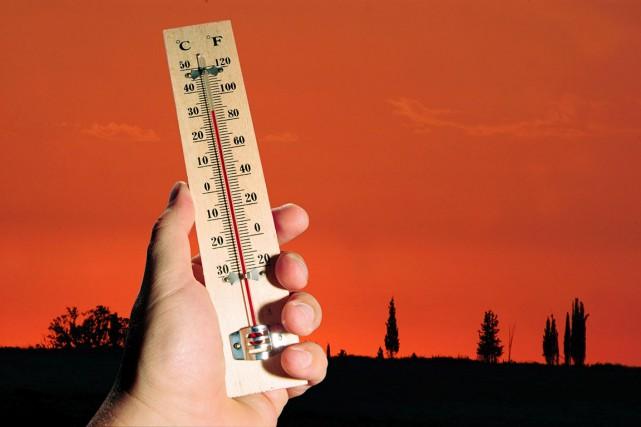 L'automne a beau être anormalement chaud, à quelques semaines du sommet de... (123RF/Rafael Ben-Ari)