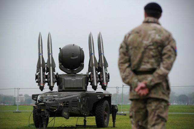Actuellement, l'armée britannique effectue des frappes contre l'EI... (ARCHIVES AFP)