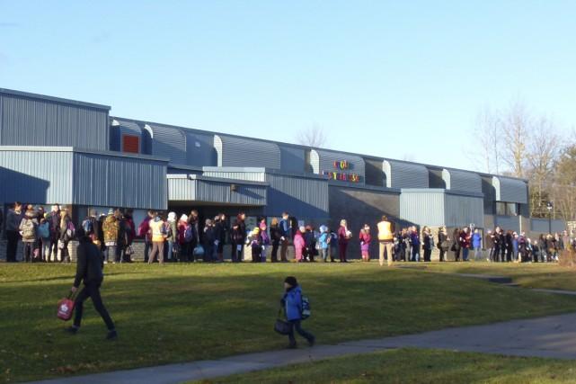 Plus de 140 parents, enfants et membres du...