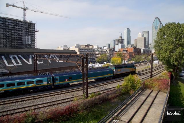 Le corridor économique Montréal-Québec bénéficierait de nombreuses retombées... (Photothèque Le Soleil)