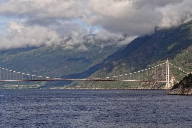 Le pont de Hardanger, en Norvège, inspire largement... (Wikimedia commons, Bjørn Christian Tørrissen)