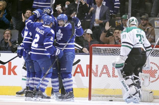 Joffrey Lupul a récolté deux buts et les Maple Leafs de Toronto ont vaincu les... (PHOTO REUTERS)
