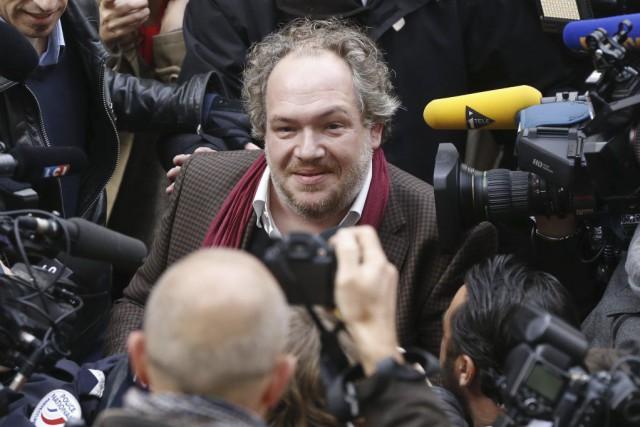 L'écrivain français Mathias Enard est assailli par les... (PHOTO THOMAS SAMSON, AFP)