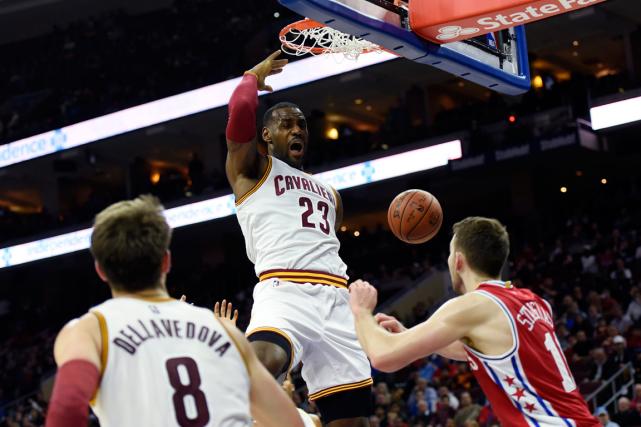 LeBron James (23) a inscrit 22 points dans... (Photo Michael Perez, AP)