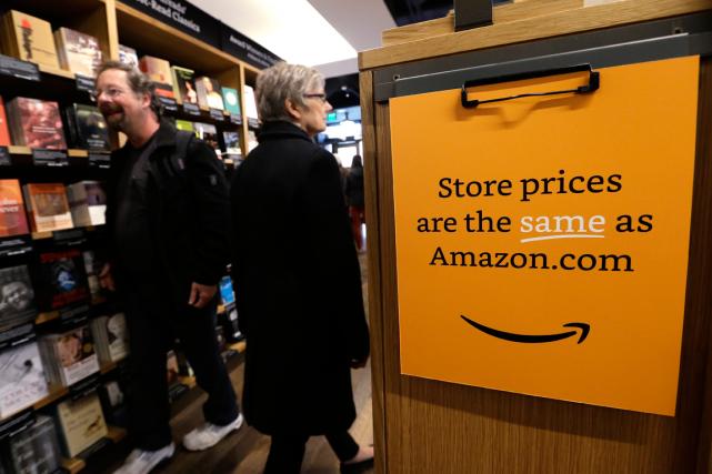 Baptisée Amazon Books, la librairie est «une extension... (Photo Elaine Thompson, AP)