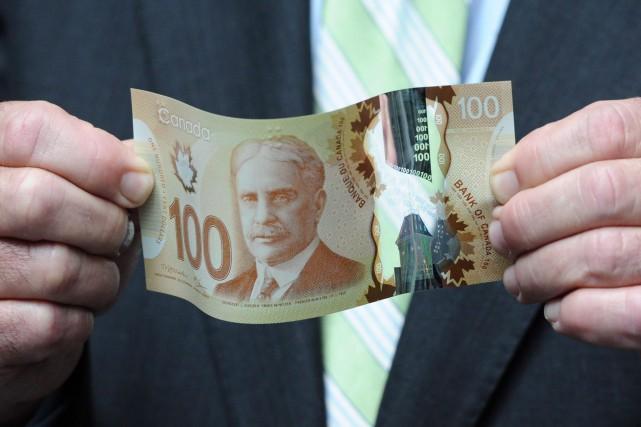 Au pays, un travailleur à temps plein gagnait... (PHOTO SEAN KILPATRICK, ARCHIVES LA PRESSE CANADIENNE)