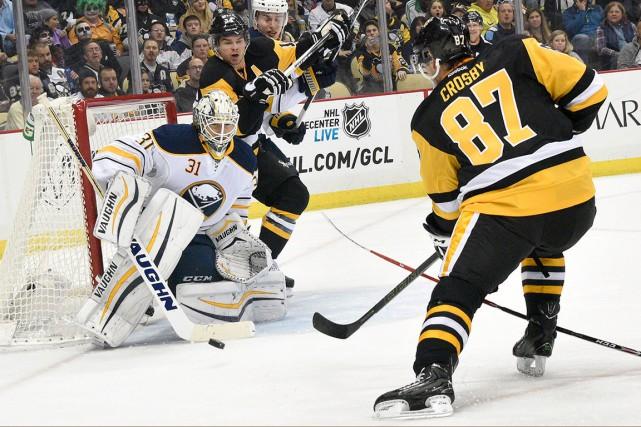 Sidney Crosby est le premier à reconnaître ses... (AP, Don Wright)