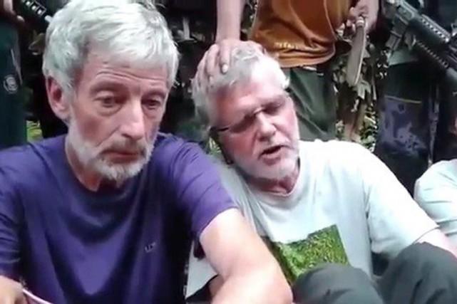 Les otages, incluant les Canadiens Robert Hall etJohn... (IMAGE TIRÉE DE YOUTUBE)