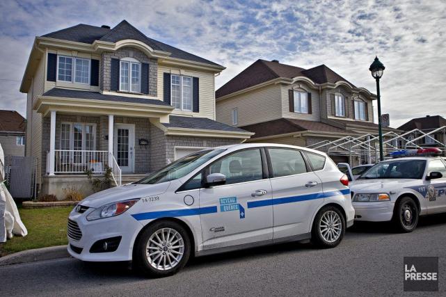 Sur la photo, une perquisition dans une résidence... (Photo Patrick Sanfaçon, La Presse)
