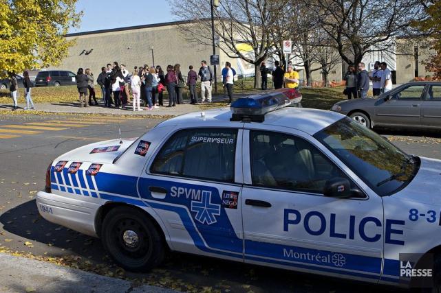 Le Service de police de Montréal (SPVM) a procédé cet avant-midi à l'évacuation... (PHOTO PATRICK SANFAÇON, LA PRESSE)