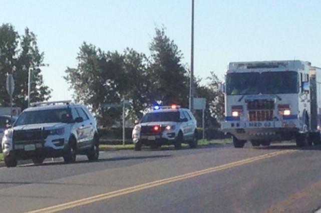 Les policiers et les premiers secours arrivent sur... (Tirée de Twitter)