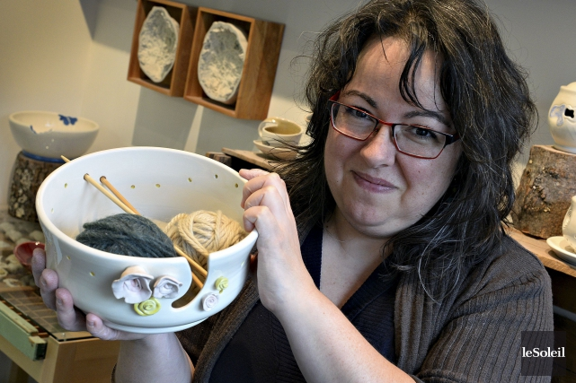 Julie Magnan, l'une des céramistes permanentes des Ateliers... (Le Soleil, Patrice Laroche)