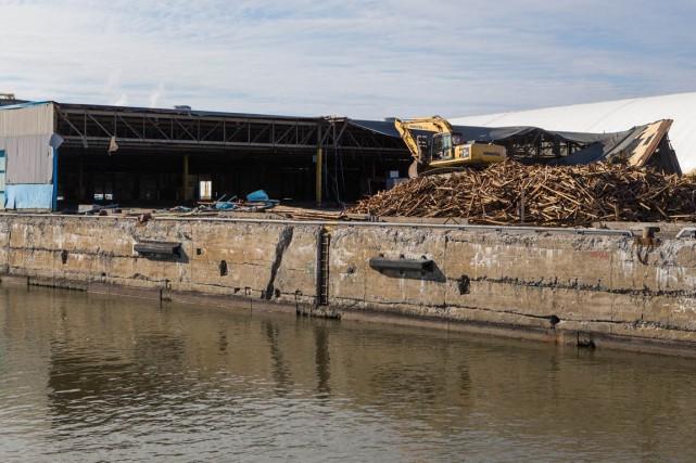La démolition de la bâtisse qui abritait les... (Olivier Croteau)