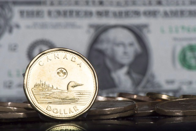 The Canadian dollar was down about one-quarter of... (PHOTO PAUL CHIASSON, ARCHIVES LA PRESSE CANADIENNE)