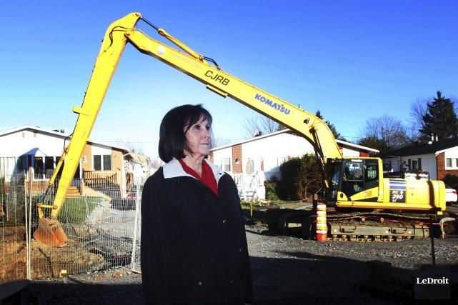 Le chantier laissé à l'abandon inquiète Lise Gauthier.... (Etienne Ranger, LeDroit)