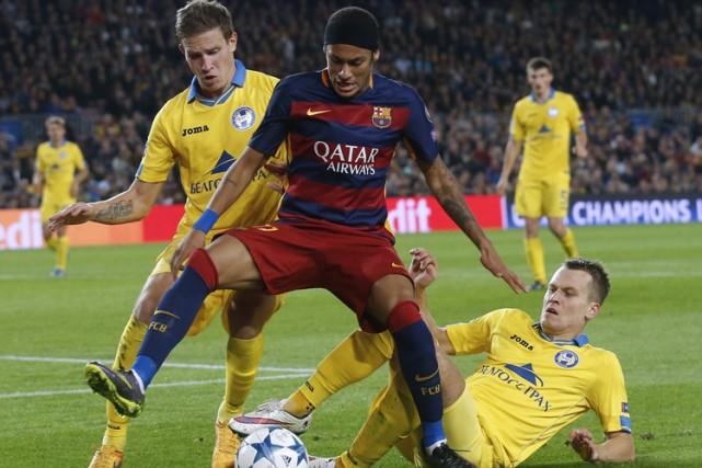 Neymar a inscrit deux buts, Luis Suarez a aussi fait bouger les cordages et le... (PHOTO REUTERS)