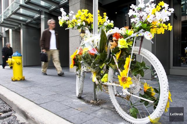 La Ville d'Ottawa a décidé de réglementer l'installation de monuments spontanés... (Patrick Woodbury, Archives LeDroit)