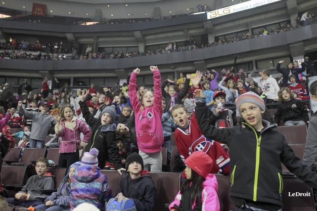Plus de 8000 écoliers ont assisté au match... (Etienne Ranger, LeDroit)