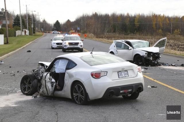 Les conducteurs de deux véhicules impliqués dans une... (Janick Marois, La Voix de l'Est)