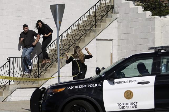 Le suspect a ouvert le feu sur les... (PHOTO AP)
