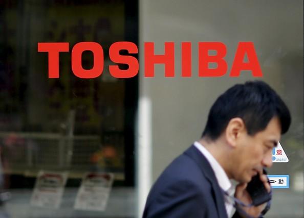 Toshiba, qui essaie de faire oublier un scandale... (PHOTO TORU HANAI, ARCHIVES REUTERS)