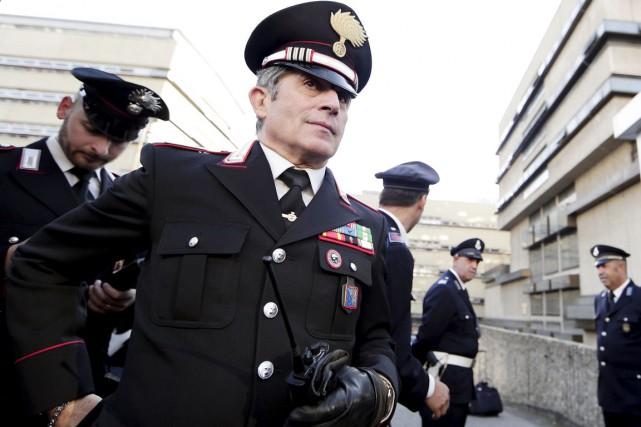 Des carabiniers montent la garde devant le palais... (PHOTO YARA NARDI, REUTERS)