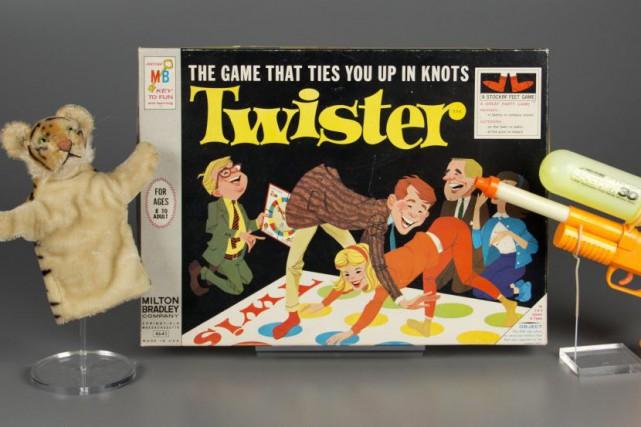 Le jeu Twister, où les joueurs doivent se contorsionner pour placer leurs pieds... (PHOTO AP)