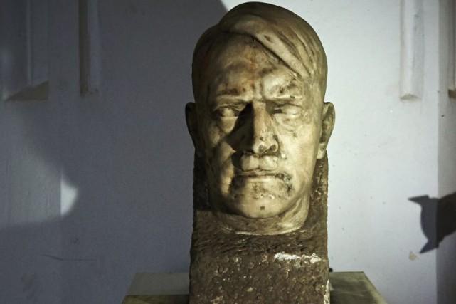 Un buste en marbre d'Adolf Hitler réalisé par Josef Thorak, un des «sculpteurs... (PHOTO AFP)