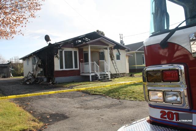 Un incendie a éclaté dans une résidence de la rue Champlain à Magog jeudi matin. (La Tribune, Jean-François Gagnon)