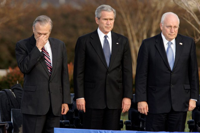 Donald Rumsfeld, George W. Bush et Dick Cheney... (AP, Scott Applewhit)