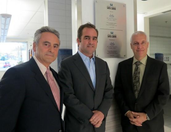 Geoff Molson (au centre) en compagnie de Charles...