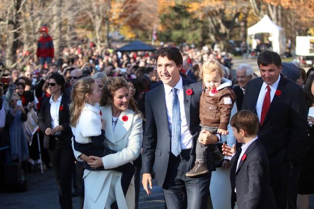 «La cérémonie entourant l'assermentation du nouveau cabinet avait... (photo Étienne Ranger, le droit)