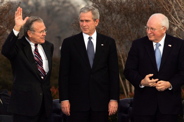 Donald Rumsfeld, George W. Bush et Dick Cheney... (New York Times)