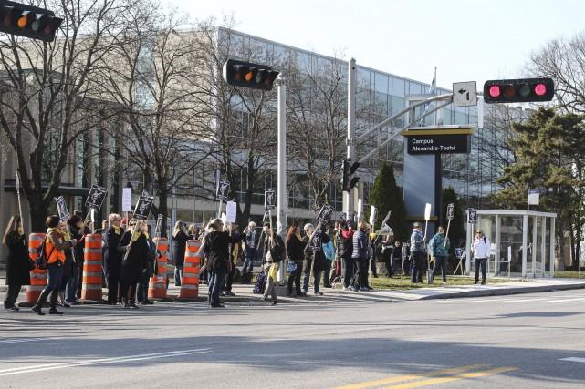 Les 185 employés de soutien de l'UQO ont... (Patrick Woodbury, LeDroit)
