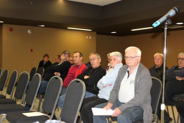 Une douzaine de citoyens ont participé, jeudi soir,... (Martin Brunette, LeDroit)