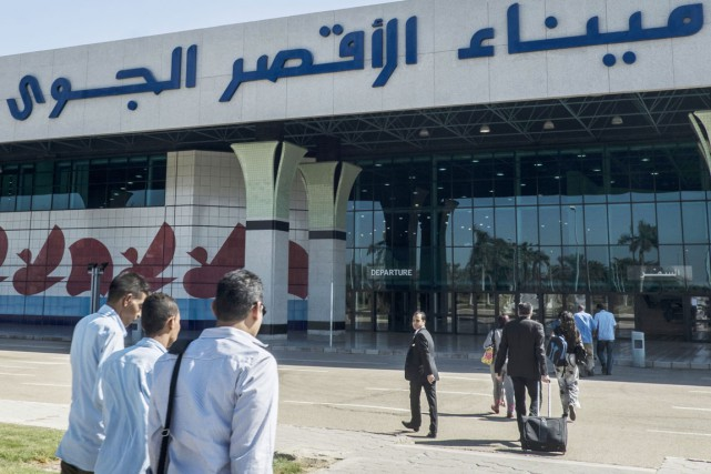 Des voyageurs arrivent à l'aéroport international de Louxor,... (PHOTO KHALED DESOUKI, AFP)