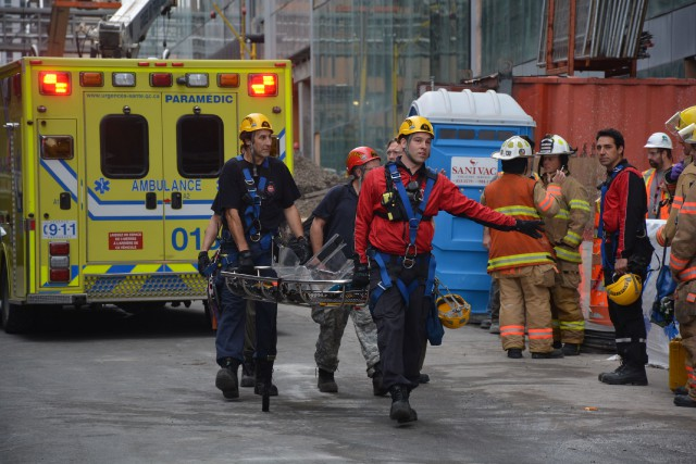 Pompiers, ambulanciers et policiers se sont présentés en...