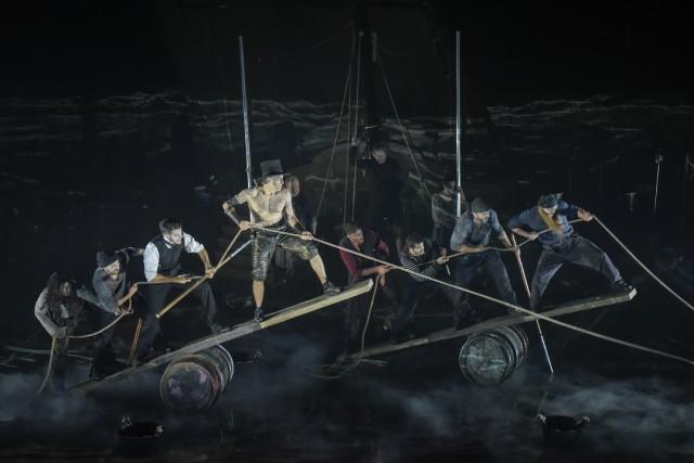 L'équipage du baleinier Pequod en pleine action, dans... (Photo fournie par le TNM, Yves Renaud)