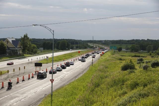 Pour compléter la reconstruction des ponts de l'autoroute... (Julie Catudal, Archives La Voix de l'Est)