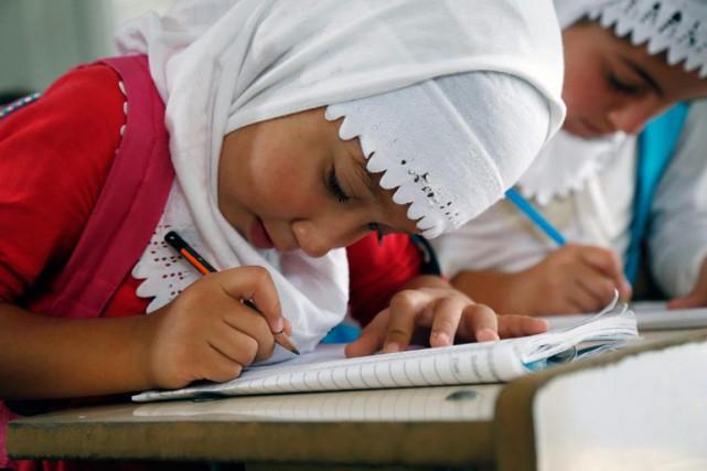 Dans l'école improvisée d'un camp de réfugiés accueillant... (PHOTO SEIVAN M. SALIM, ARCHIVES AP)