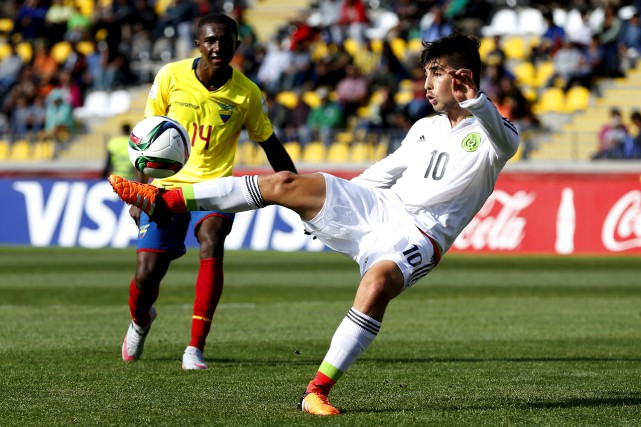 Le milieu de terrain mexicain Claudio Zamudio a... (AFP, Andres Pina)