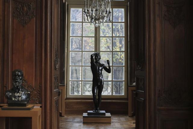 L'âge d'airain se détache en contre-jour d'une fenêtre... (AP, Thibault Camus)