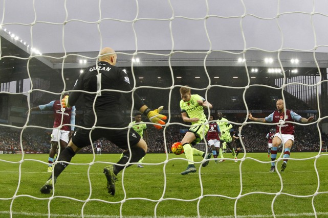 Aston Villa met fin à une série de... (Photo Jason Cairnduff, Reuters)