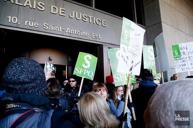 Le 27 octobre dernier, des manifestants avaient bloqué... (PHOTO ALAIN ROBERGE, ARCHIVES LA PRESSE)