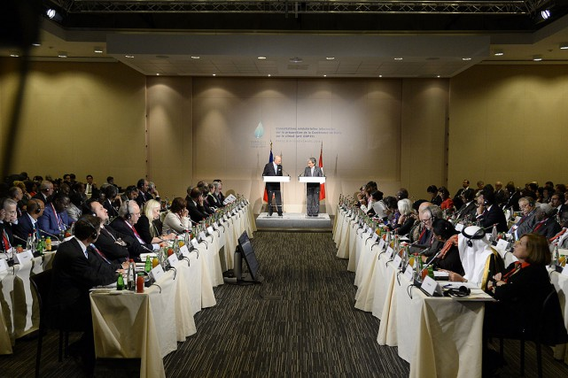Les ministres de l'Environnement et de l'Énergie réunis... (PHOTO BERTRAND GUAY, AFP)
