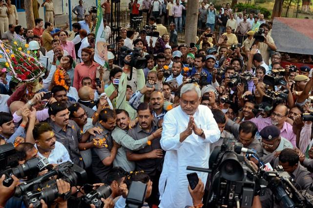 Nitish Kumar, au centre, célèbre sa victoire.... (Photo Aftab Alam Siddiqui, AP)